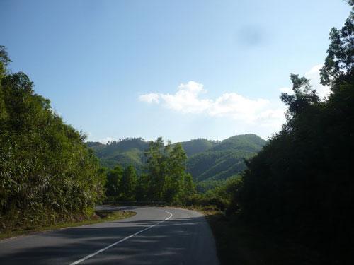 Chập chùng núi đồi đầu đèo Phượng Hoàng